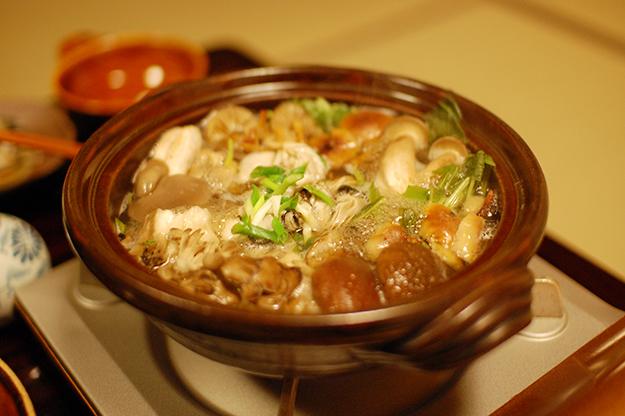 キノコと牡蠣の鍋。ぐつぐつ。
